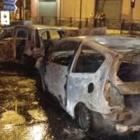 Auto e balle di fieno bruciate, strada bloccata: colpo da film in gioielleria