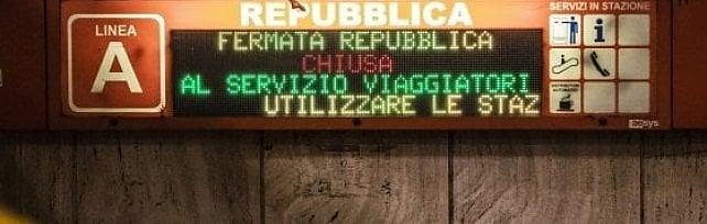 """Raggi: """"Metro Repubblica riapre mercoledì"""" Comitati: """"In funzione solo 4 scale mobili su 6"""""""