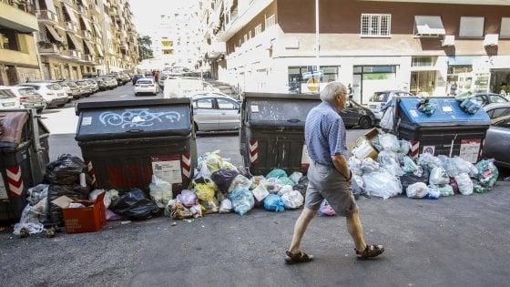 """Rifiuti, la Regione allerta le Asl: """"A Roma possibili effetti sulla salute pubblica"""""""