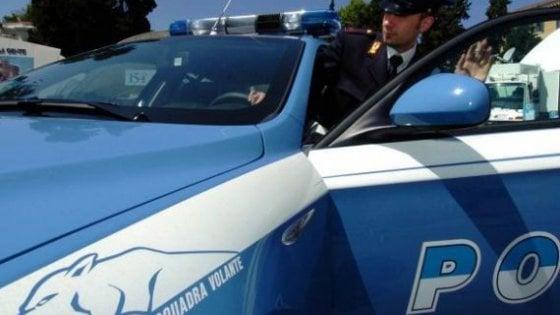 Roma, poliziotto accoltellato a Tor Bella Monaca: è grave