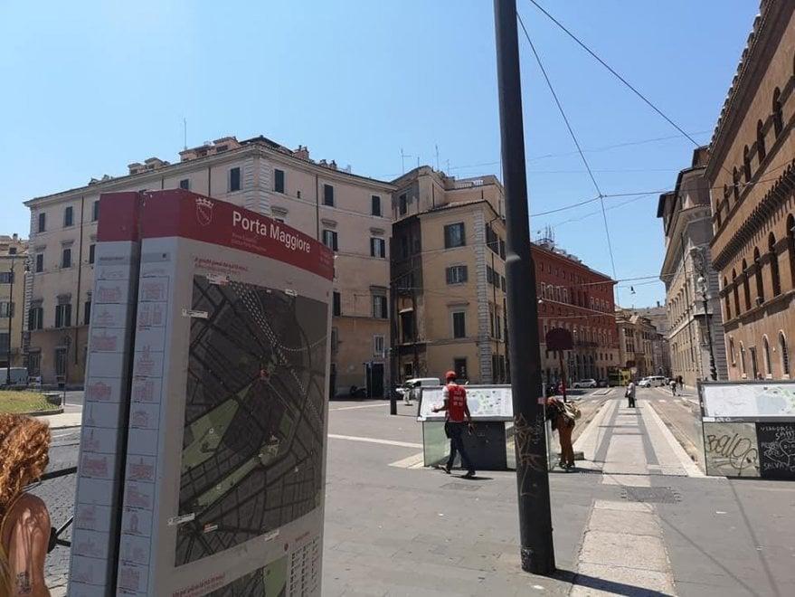 Piazza Venezia, arriva il totem per orientare i turisti ma... parla di Porta Maggiore
