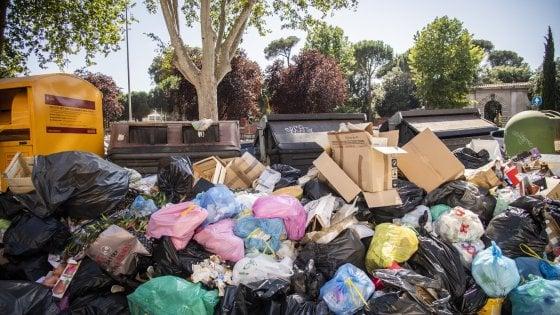 "Emergenza rifiuti a Roma, Ama: ""Noi pronti a attuare ordinanza Regione ma nessuna risposta dagli impianti"""