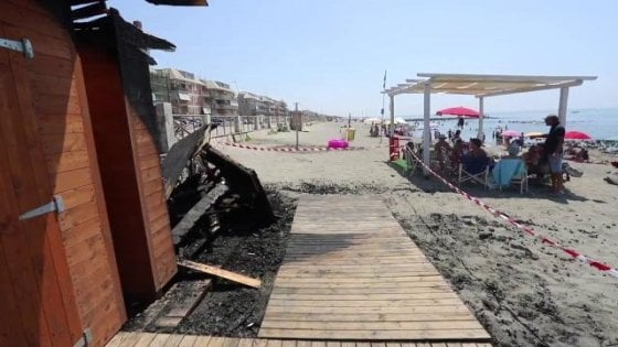 Bruciati i bagni dei disabili a Ostia, a chi dà fastidio che si parli del lungomuro