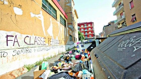 """Vertice sui rifiuti a Roma, Costa promette: """"In 15 giorni fuori dalla crisi"""". Tregua Raggi-Zingaretti"""