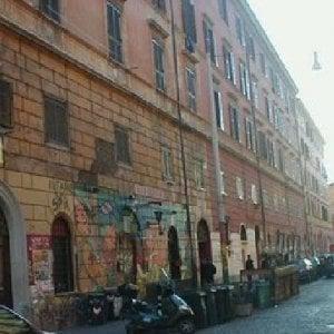 San Lorenzo, botte e insulti a uno straniero: arrestati due neofascisti