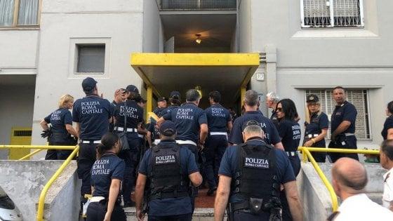 Roma, controlli della Polizia locale su case popolari Tor Bella Monaca