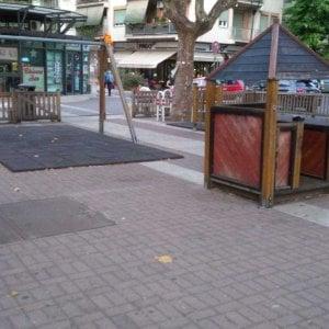 """Roma, la denuncia dei residenti: """"L'area giochi per i bambini invasa dagli scarafaggi"""""""