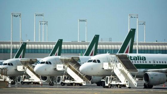 Alitalia, nubi nere sul salvataggio: solo a Roma in bilico 1.700 addetti