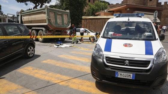 Roma, donna investita e uccisa da un camion del cantiere metro C