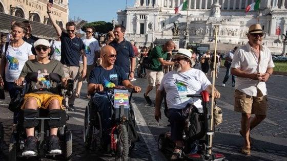 """Roma, ai Fori sfila il Disability Pride: """"Chiediamo rispetto e diritti"""""""