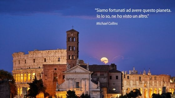 Roma, l'eclissi di luna vista dall'Isola Tiberina