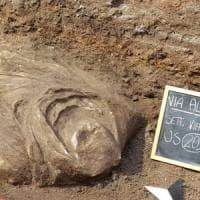 Fori Imperiali, nuova sorpresa dagli scavi: riemerge busto di guerriero