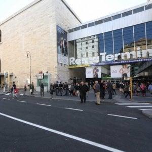 Roma, finti selfie per rapinare i turisti: 4 arresti a Termini