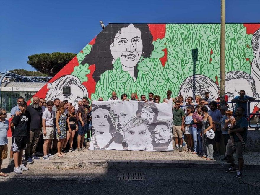 """Murales della legalità a Ostia, il flash mob: """"Rimettiamo i volti cancellati dalla censura"""""""