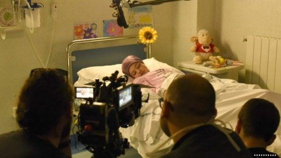 Roma, tra medici e clow il mondo di emozioni e di speranze nel cortometraggio Il piccolo mago