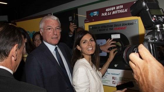 """Roma, ricicla la plastica e Atac ogni 30 bottiglie ti regala un biglietto. Raggi: """"Primi in Europa"""""""