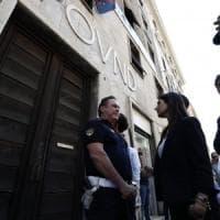 Roma, Raggi nel palazzo occupato da CasaPound: