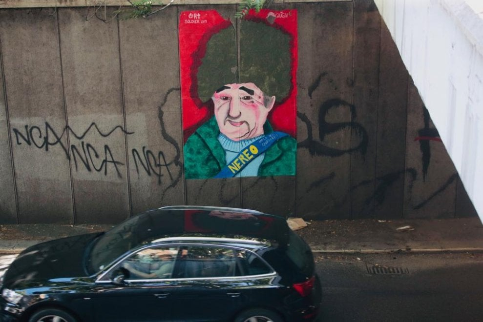 """""""Nereo amico del quartiere"""": murale per ricordare il clochard investito e ucciso a Roma"""