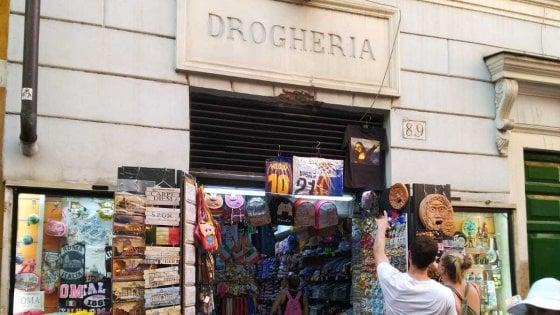 Souvenir e pizze, ecco l'altra Roma capitale del trash