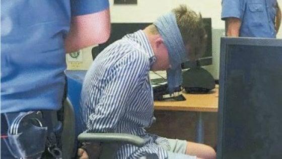 Foto shock del ragazzo bendato in caserma, il carabiniere responsabile sarà trasferito