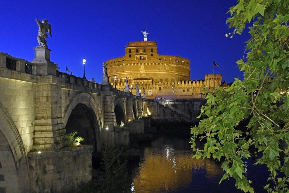 Roma, le nuove luci fanno splendere Castel Sant'Angelo