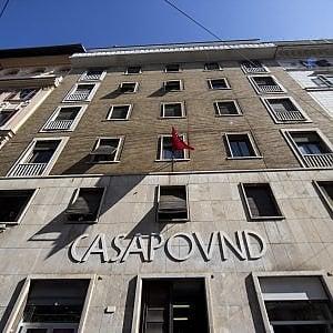 """Roma, CasaPound gioca in difesa: """"Non toccate la nostra scritta, non serve a fare propaganda"""""""