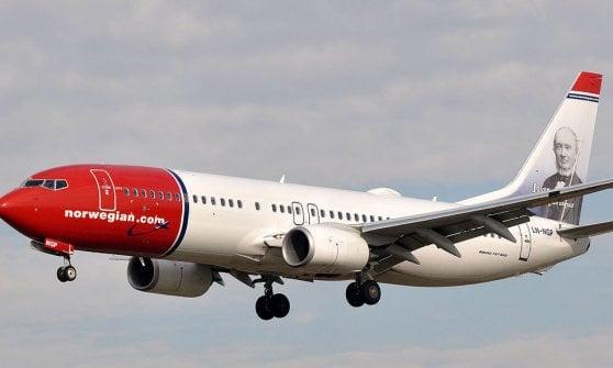 Frammenti di un Boeing 787 della Norwegian cadono su Fiumicino: danni ma nessun ferito