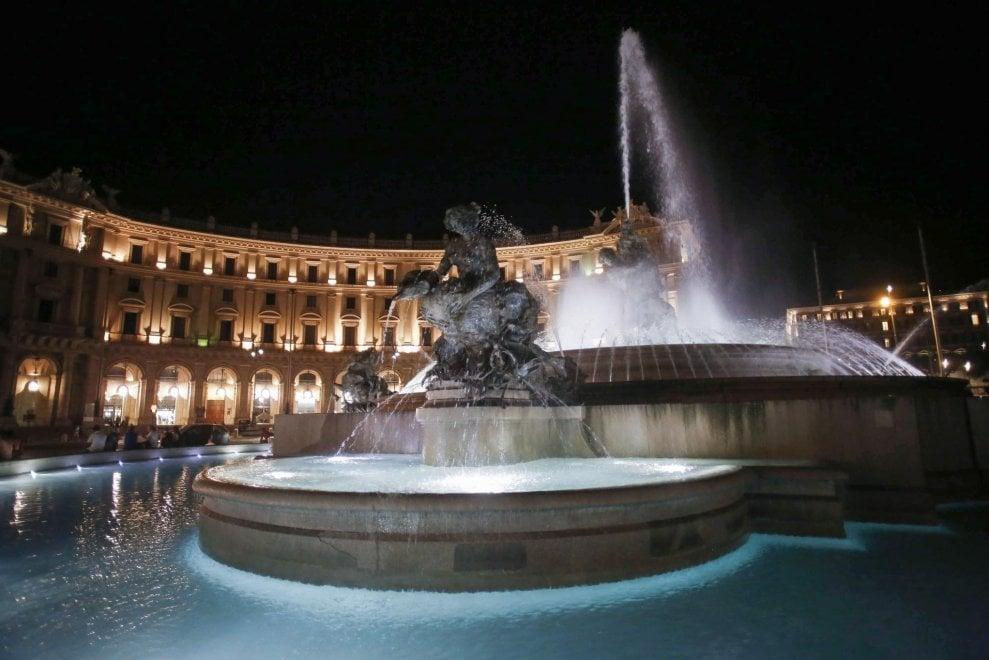 Roma, torna in funzione la fontana delle Najadi in piazza della Repubblica