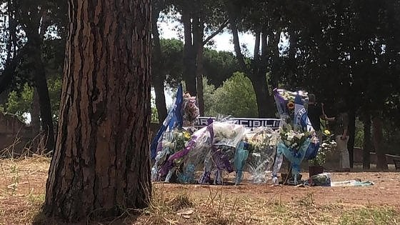 """Delitto Piscitelli a Roma, Irriducibili: """"Anche noi al  funerale di Fabrizio"""". L'appello della moglie al Papa"""