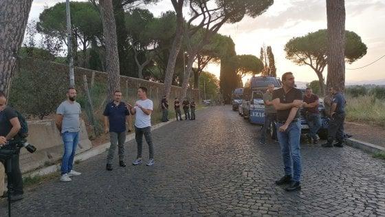Omicidio Piscitelli a Roma, la famiglia diserta e fa saltare i funerali. Ma a Tor Vergata la vedova riconosce la salma
