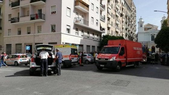 Roma, tampona auto finisce fuori strada e investe una coppia di anziani