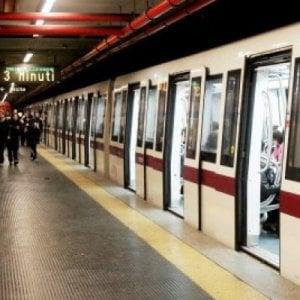 Roma, metro A in tilt tra guasti e chiusure per lavori: disagi sull'intera linea