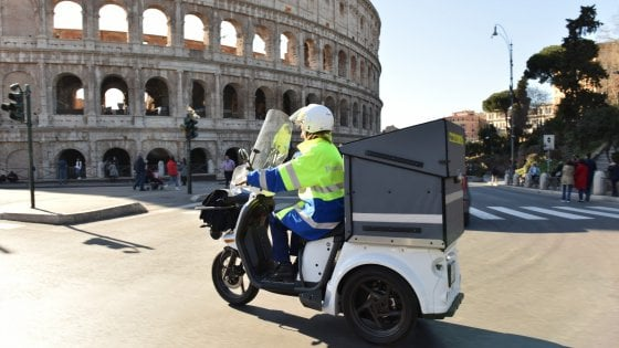 Roma, cambiano le Poste: lettere e plichi fino a sera