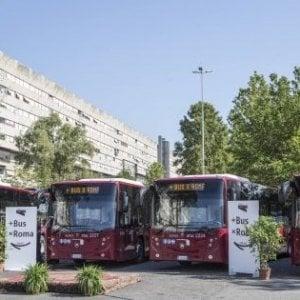 """La sindaca Raggi: """"Acquistiamo altri 97 autobus"""""""