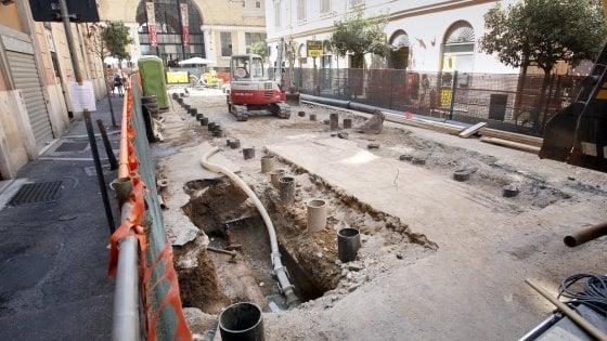 Roma, in via Alessandria cantiere infinito per la buca