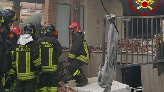 Roma, esplosione in una  palazzina a Tor Lupara: grave un 32enne