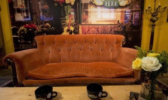 Il divano di Friends a Roma: due giorni in piazza Barberini per i 25 anni della serie