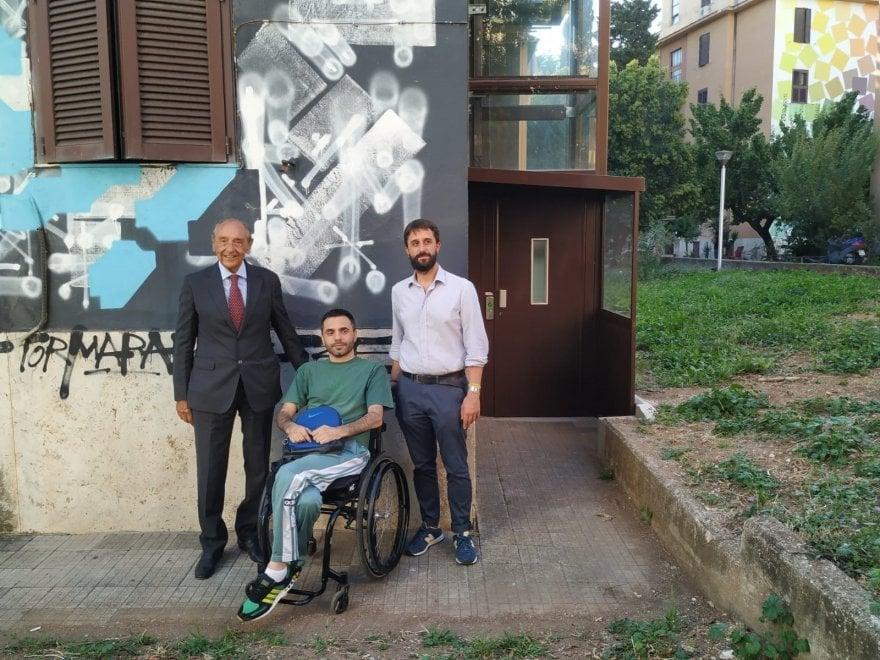 Roma, a Tor Marancia ascensore per un ragazzo disabile