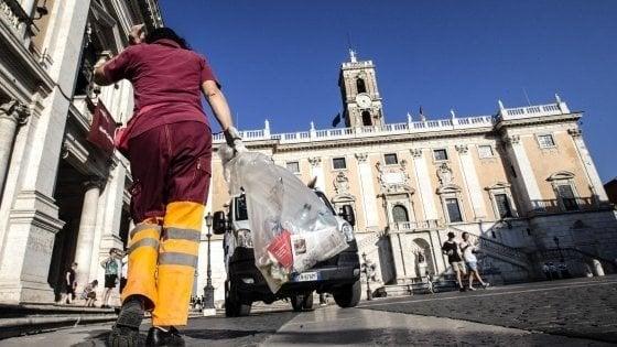 Rifiuti, a Roma due settimane da turarsi il naso per carenze e sciopero