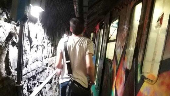 """Roma, guasto sulla metro B: """"Treno fermo, passeggeri a piedi in galleria"""". Soccorso un disabile"""