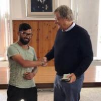 Roma, trova portafogli con duemila euro, lo restituisce e rifiuta ricompensa