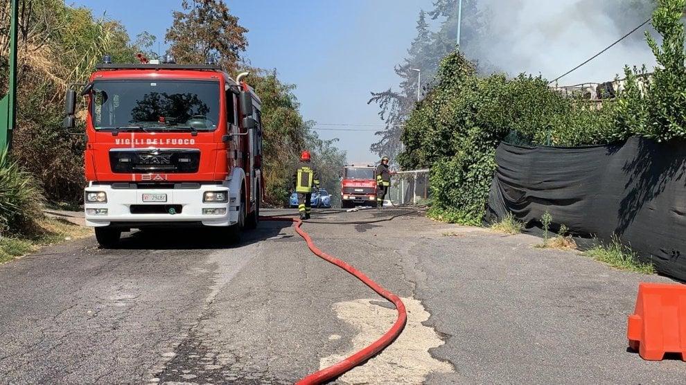 Roma, in fiamme a Primavalle le baracche di via Cardinal Capranica