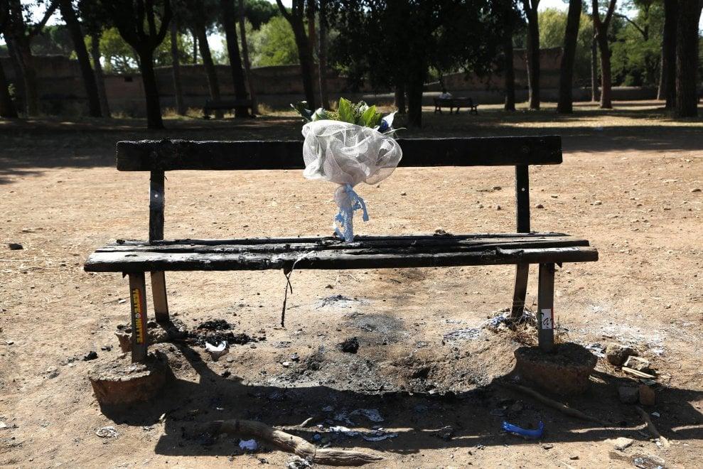 Roma, di nuovo incendiata la panchina dove è stato ucciso Diabolik