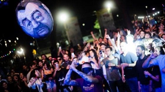 """Pentolaccia col volto di Salvini a una festa dell'Estate Romana. Raggi: """"Balordi"""""""