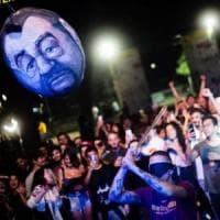 Pentolaccia col volto di Salvini a una festa dell'Estate Romana. Raggi: