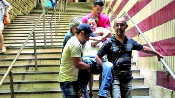 """Roma, altro stop sulla linea A. L'ascensore va ko a Cipro """"Disabile portato a braccia"""""""