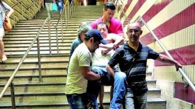 """Martedì nero sulla linea A. L'ascensore  va ko a Cipro. """"Disabile portato a braccia"""""""