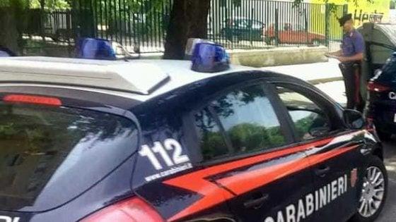 Colleferro, scappa da compagno violento e si rifugia nella caserma dei carabinieri