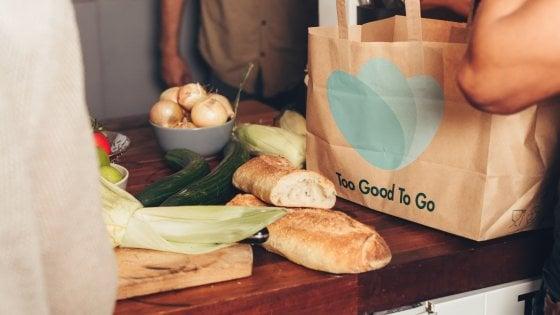 Una app contro lo spreco alimentare: così a Roma si può comprare il cibo invenduto
