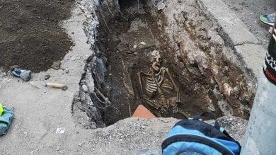 """Il mistero dello scheletro trovato a Piramide La Soprintendenza: """"È di epoca romana"""""""
